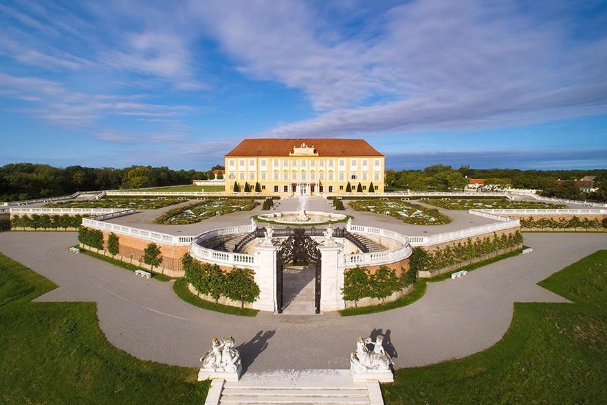 Dr. Hartl Autoverleih - Rabatte | Schloss Hof